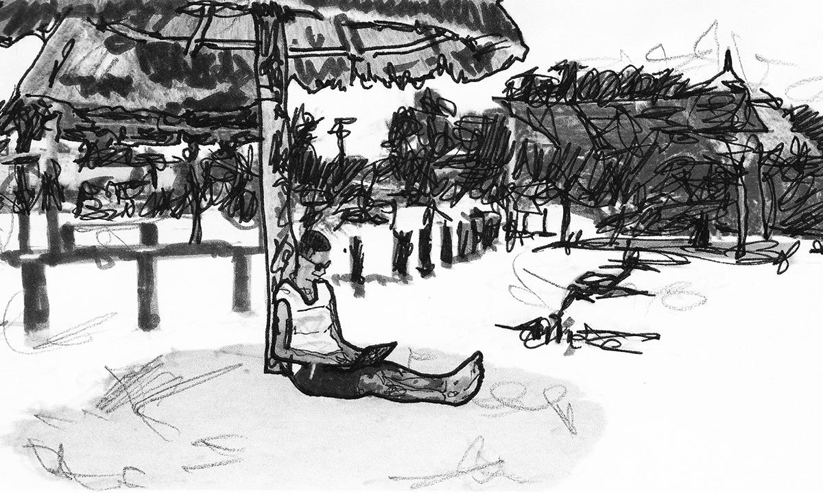 Conni Biesalski am Strand bei der Arbeit